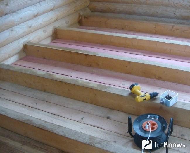 Уложить деревянный пол руками