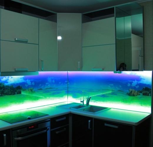 Стеклянный фартук с подсветкой для кухни своими руками 11